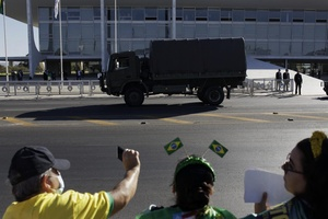 Passagem de caminhão do Exército pelo Palácio do Planalto, em Brasília, durante desfile de tanques - MARIANA ALVES/FUTURA PRESS/FUTURA PRESS/ESTADÃO CONTEÚDO
