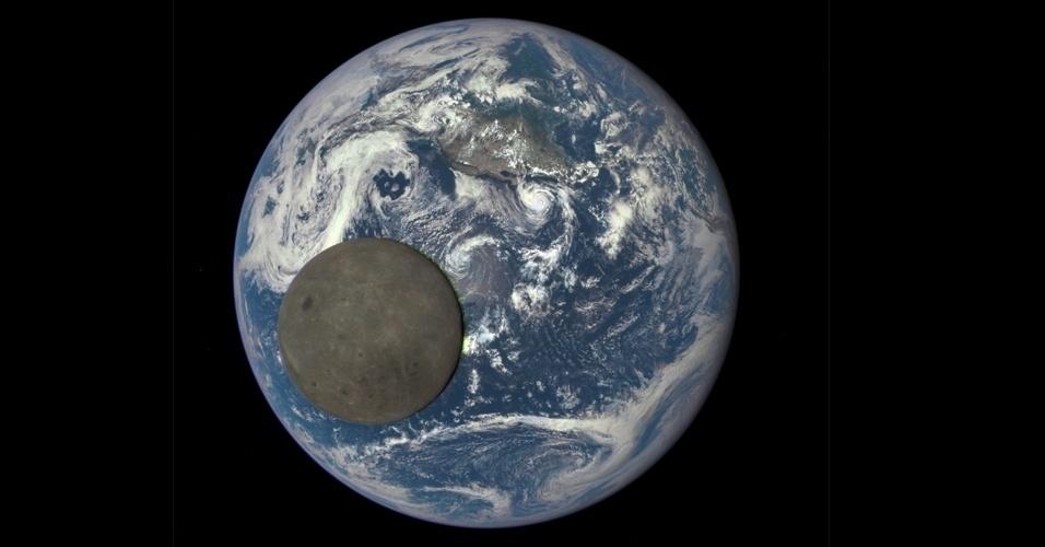 5.ago.2015 - LUA ILUMINADA - Uma câmera Nasa, a bordo do satélite Observatório do Clima Espacial (DSCOVR), registrou o momento em que a Lua passa pelo lado iluminado da Terra no mês de julho. A imagem revelou o