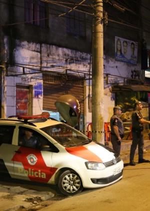 Policiais paulistas isolam local de chacina na Grande São Paulo  - Edison Temoteo/Futura Press/Folhapress/Estadão Conteúdo
