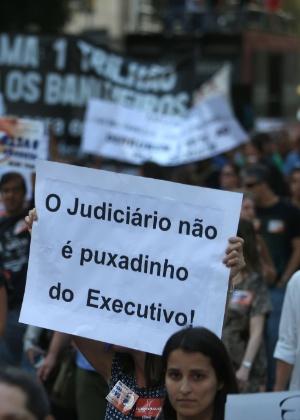 17.ago.2015 - Servidores da Justiça Federal no Rio de Janeiro protestam contra o veto ao projeto de lei que pretendia conceder um reajuste aos servidores do Judiciário