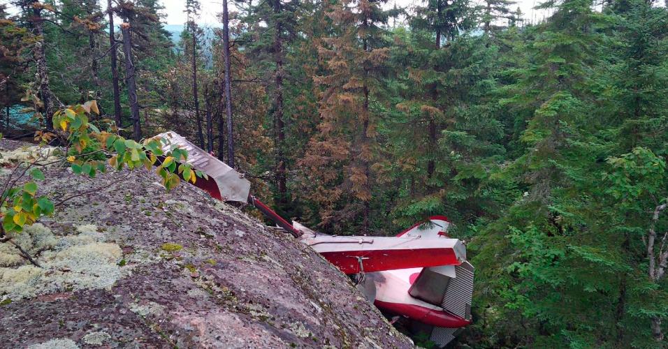 24.ago.2015 - Os destroços de um hidroavião foram encontrados em uma área remota próximo a Les Bergeronnes, Quebec, no Canadá. Seis pessoas morreram, incluindo o piloto