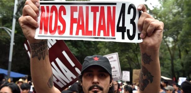 Manifestação em 2015 lembrou o desaparecimento dos estudantes - Yuri Cortez/AFP