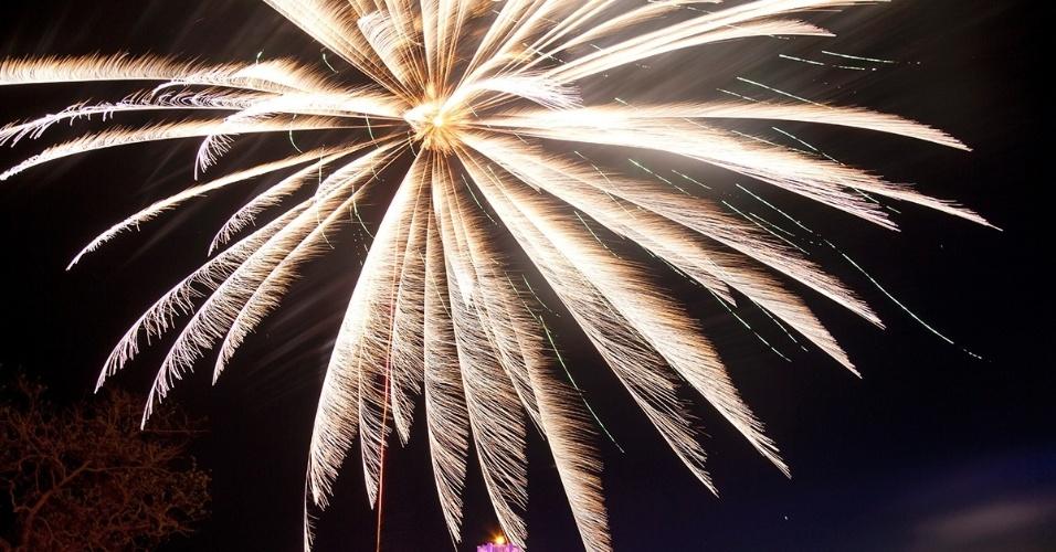 5.jan.2015 - Fogos de artifício celebram a libertação de Kerch, na Criméia, da Alemanha nazista. Todos os anos, no dia 8 de maio, as pessoas homenageiam os soldados soviéticos mortos durante a Segunda Guerra Mundial