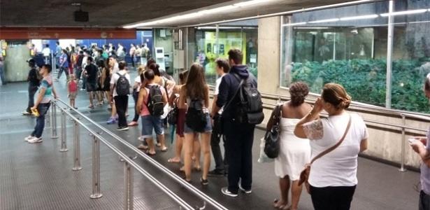 Fila para carregar o Bilhete Único na estação Santa Cecília, uma das atendidas pela Ponto Certo, em fevereiro