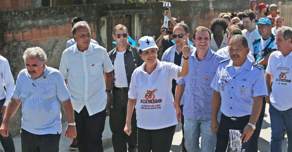 13.fev.2016 - A presidente Dilma Rousseff acompanha, em Santa Cruz, na zona oeste do Rio de Janeiro, as ações do Dia Nacional de Mobilização Zika Zero.