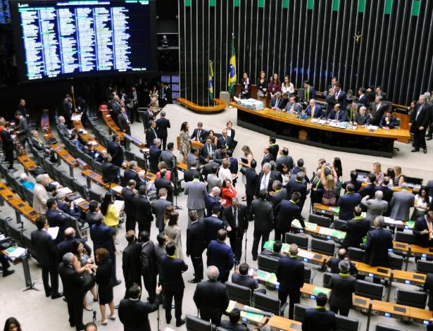 Deputados lotam plenário da Câmara para o debate do impeachment