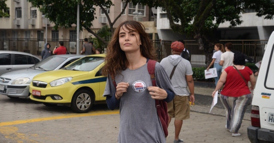 """28.mai.2017 - A atriz Maria Casadevall é uma das manifestantes que entoou """"Fora Temer"""""""
