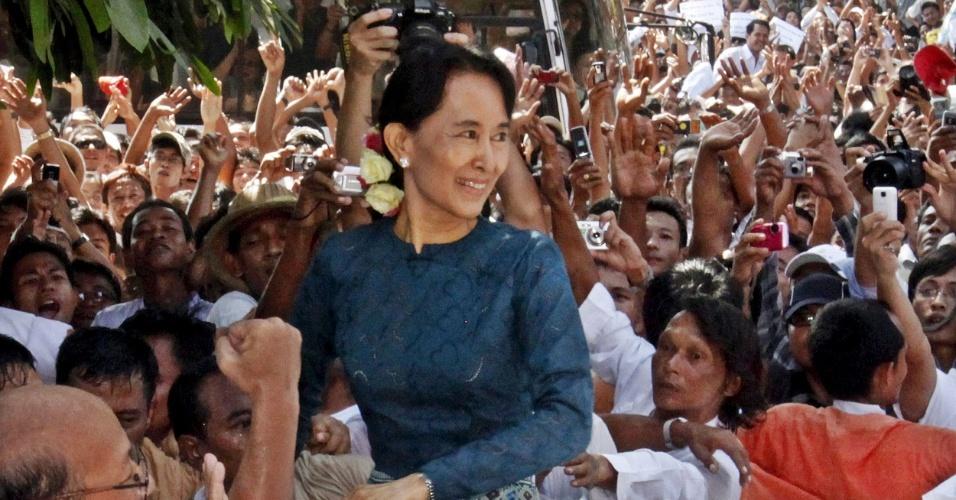 1991 - 1991 - Aung San Suu Kyi (Mianmar) - Líder da oposição em Mianmar, ativista dos direitos humanos. Depois de passar anos presa, foi libertada em novembro de 2010. Ela pôde aceitar o prêmio apenas em 2012