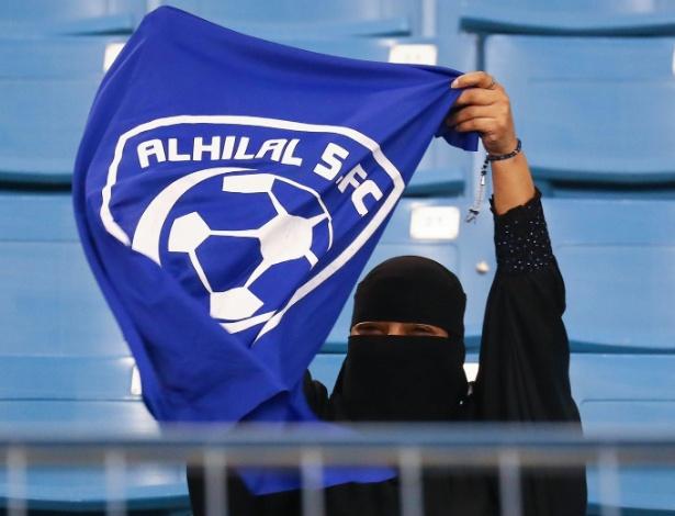 Recentemente, a Arábia Saudita permitiu que mulheres dirijam e assistam a partidas de futebol - Ali Al-Arifi