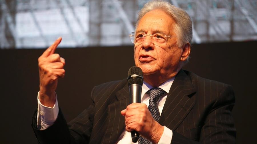 11.set.2018 - O ex-presidente Fernando Henrique Cardoso (PSDB) gesticula durante palestra em São Paulo - Cauê Diniz/Divulgação