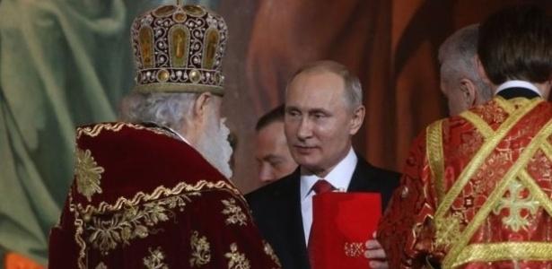 Presidente russo, Vladimir Putin, participa de celebração na igreja ortodoxa - Getty Images