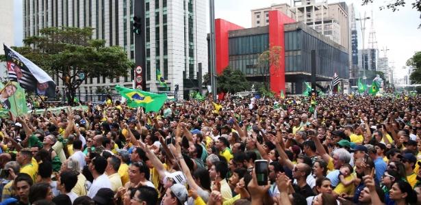 Evento na avenida Paulista reuniu manifestantes contra o PT e a favor de Bolsonaro