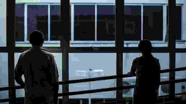 Casal expulso de sua casa por integrantes de facções criminosas no Ceará, que dominaram bairro periférico - (Jarbas Oliveira/Folhapress -14.ago.2018)