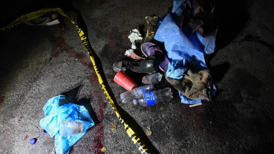28.mar.2019 - Pertences das vítimas do atropelamento que deixou dezenas de mortos no município de Nahuala, no departamento de Solola, a cerca de 160 km ao oeste da Cidade da Guatemala - Johan Ordonez/AFP