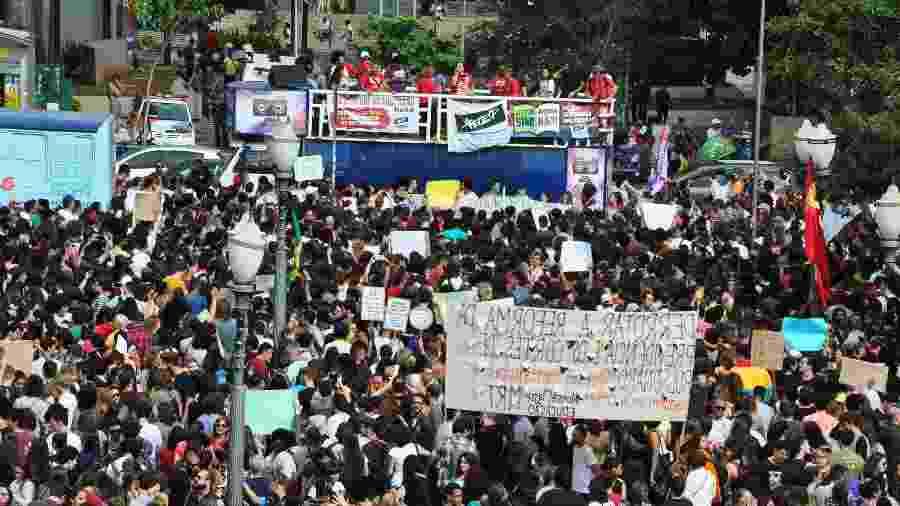 Estudantes realizam protesto contra cortes na Educação, no Largo do Rosário, em Campinas (SP) - Wagner Souza/Futura Press/Estadão Conteúdo