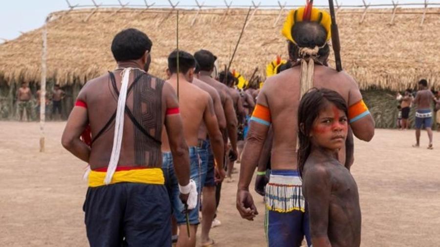 Indígenas se apresentam durante encontro que reuniu representantes 14 etnias e de quatro reservas extrativistas na Terra Indígena Menkragnoti, no Pará - Lucas Landau/Rede Xingu