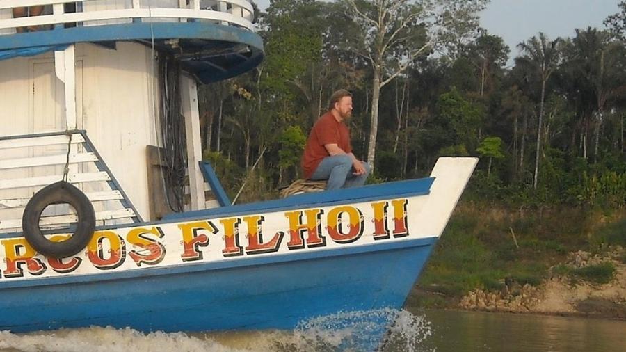 Daniel Everett na Amazônia; ao conviver com índios pirahã, o então missionário se tornou ateu e criou teoria linguística que desafia a tese predominante - Arquivo Pessoal/BBC