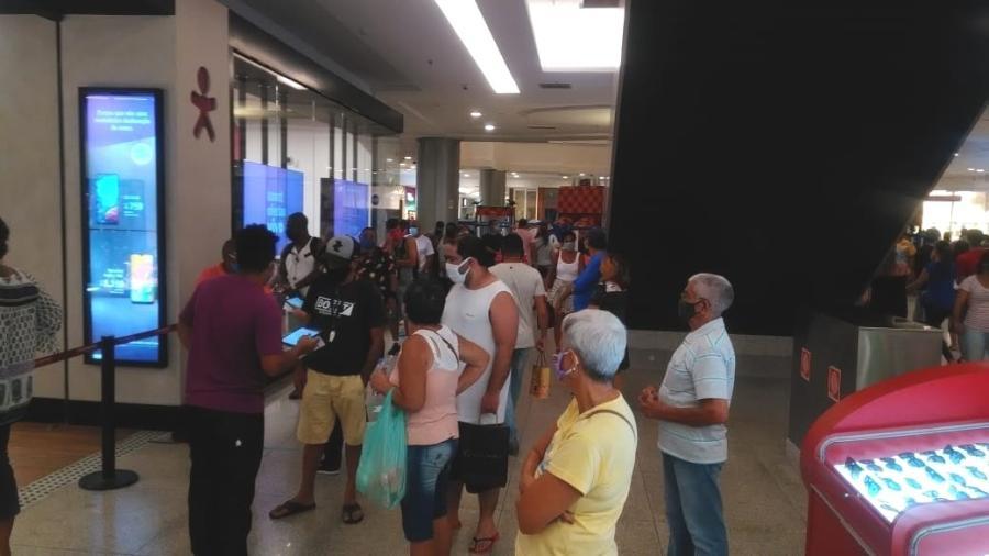 11.jun.2020 - Aglomeração no Norteshopping no 1º dia de reabertura no Rio - Reprodução/Arquivo Pessoal