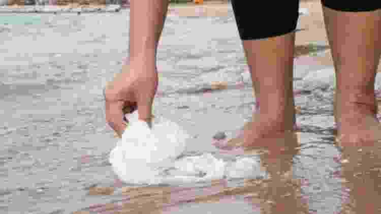 Estudo aponta a possibilidade de que esgoto pode despejar enorme carga viral em rios - Getty Images - Getty Images