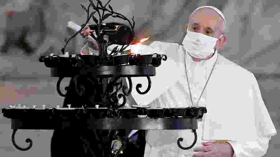 Após críticas, Papa Francisco usa máscara durante celebração pela primeira vez - Andreas Solaro/AFP