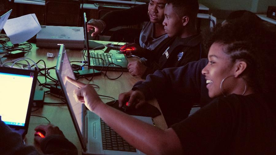 Estudantes se preparam para fazer o mapeamento da favela do Sapé, na região do Rio Pequeno, em São Paulo - Arquivo pessoal/ Thais Cerqueira