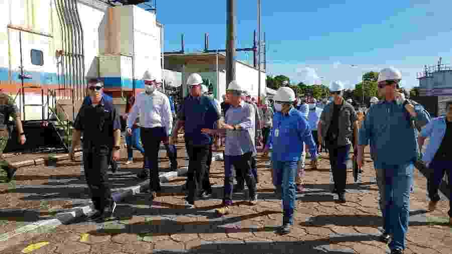 O presidente Jair Bolsonaro (sem partido) visitou ontem subestação de energia em Macapá, capital do Amapá - Gabriel Dias/UOL