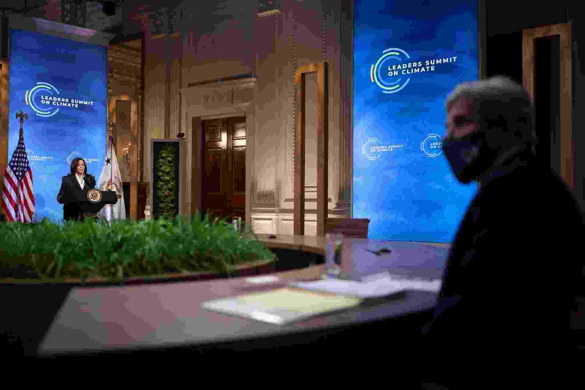 22.abr.2020 - Kamala Harris, vice-presidente dos Estados Unidos, discursa na Cúpula do Clima, na Casa Branca, em Washington - REUTERS/Tom Brenner