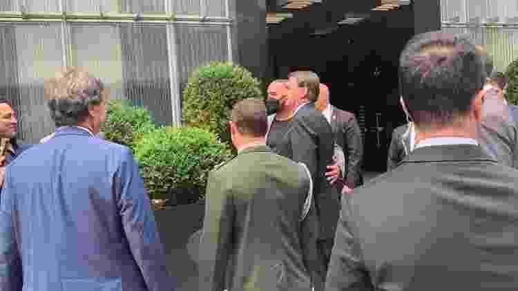Apoiadores tiram foto com Jair Bolsonaro durante visita do presidente brasileiro aos Estados Unidos - Mariana Sanches/ BBC News Brasil - Mariana Sanches/ BBC News Brasil
