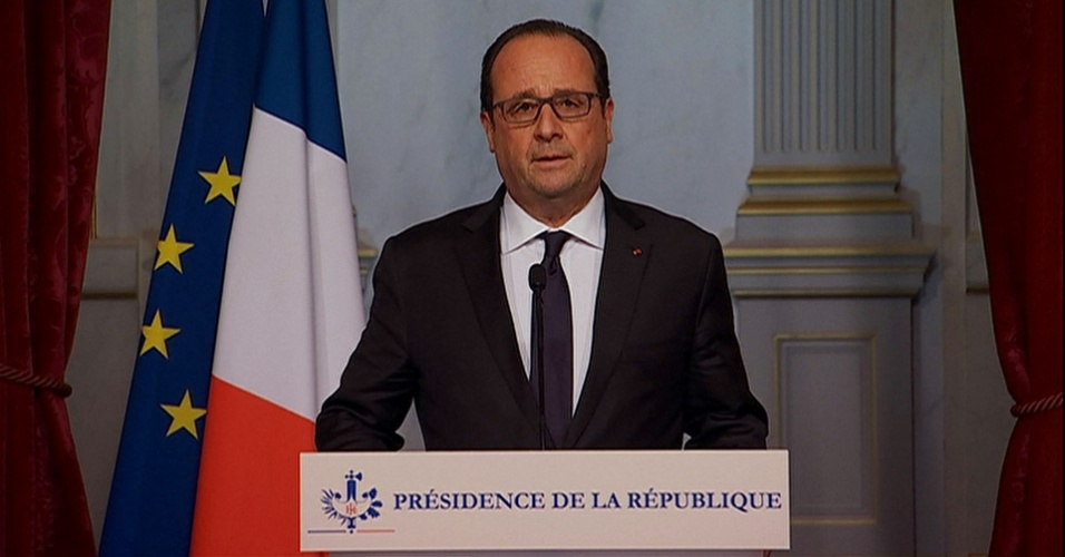 13.nov.2015 - O presidente da França, François Hollande, faz pronunciamento à nação após série de ataques ocorridos em Paris. Ele decretou estado de emergência, fechou as fronteiras do país e anunciou o envio do Exército às ruas para ajudar nas buscas aos responsáveis