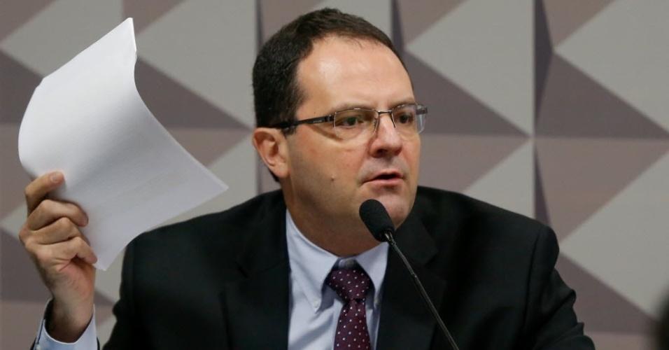 17.jun.2016 - A comissão especial do impeachment ouve o ex-ministro da fazenda do governo Dilma Nelson Barbosa. O senador Raimundo Lira (PMDB-PB) preside a sessão e o relator do processo é o senador Antonio Anastasia (PSDB-MG)