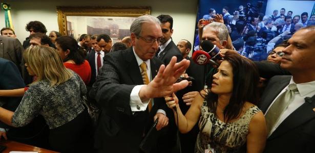 Eduardo Cunha (PMDB-RJ) deixa a sessão da CCJ após seu encerramento, às 17h20