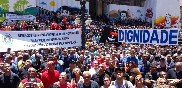 Em 8 de novembro, servidores estaduais protestaram em frente à Alerj (Assembleia Legislativa do Rio de Janeiro) contra o pacote de medidas anunciado pelo governador Luiz Fernando Pezão (PMDB) para enfrentar a crise financeira no Estado. Na ocasião, a questão das isenções fiscais foi lembrada