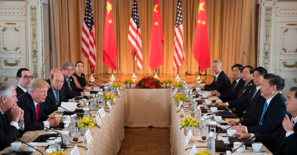 7.abr.2017 - Presidente dos Estados Unidos, Donald Trump, durante encontro com o líder chinês Xi Jinping em Mar-a-Lago, na Flórida, horas depois do ataque aéreo dos EUA contra uma base aérea na Síria