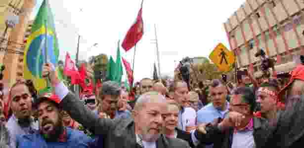 Lula participou de caminhada com a militância antes de depor a Moro - Daniel Castellano/FramePhoto