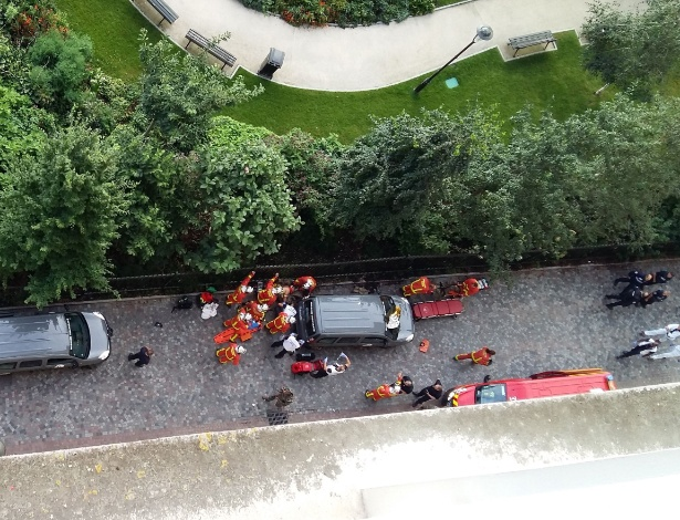 Equipes de resgate atendem soldados atingidos por veículo no subúrbio de Paris