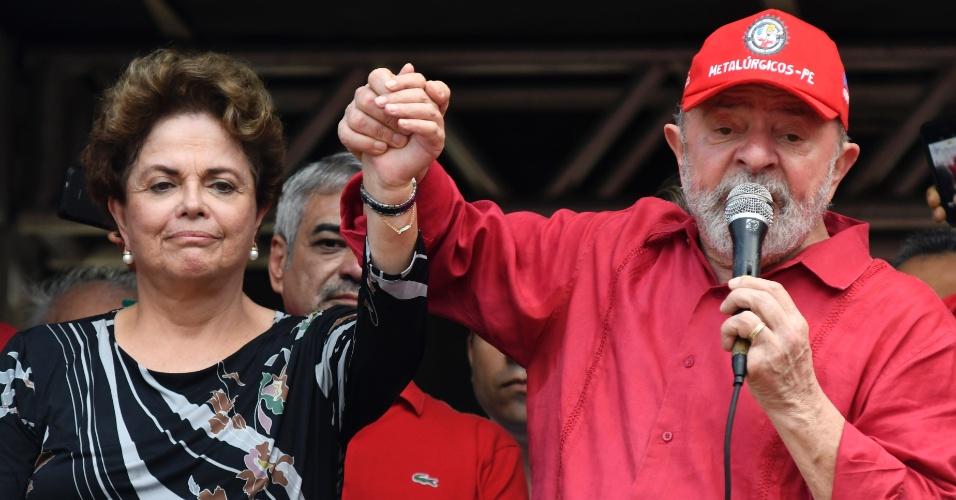 25.ago.2017 - Os ex-presidentes Luiz Inácio Lula da Silva e Dilma Rousseff, ambos do PT, participam da caravana