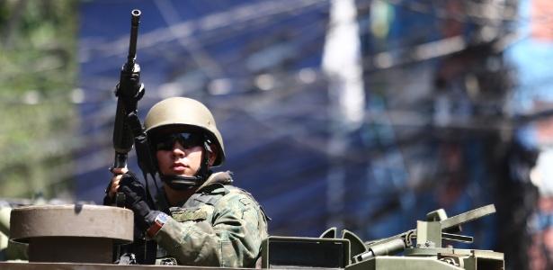 Militar participa de operação de segurança pública no Rio de Janeiro