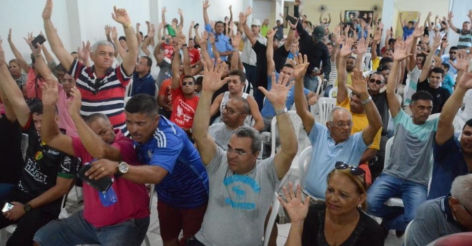 Assembleia de PMs e bombeiros do RN aprovam continuidade de protesto