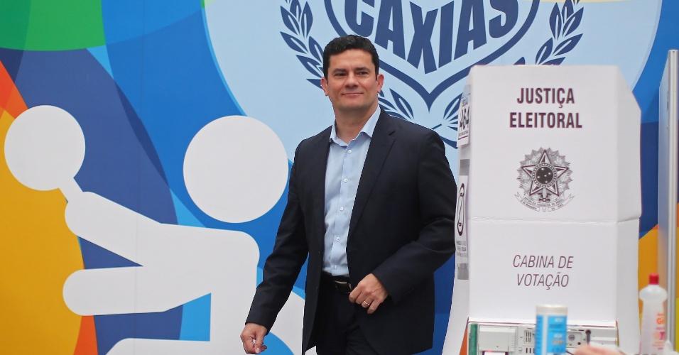 28.out.2018 - O juiz federal Sérgio Moro vota no Clube Duque de Caxias em Curitiba