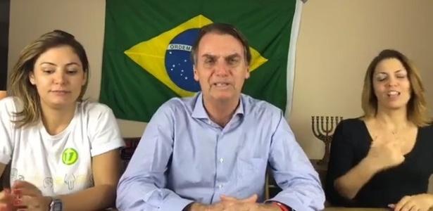 O presidente eleito, Jair Bolsonaro, em transmissão ao vivo após a vitória neste domingo