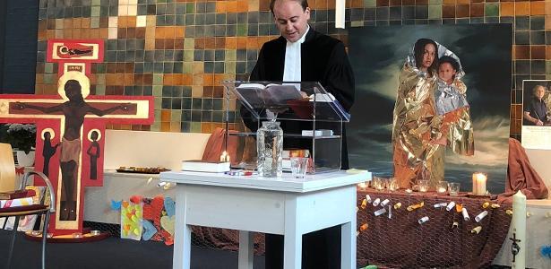 A Igreja Betel tem mantido um culto ininterrupto há cinco semanas para tentar impedir a deportação de uma família armênia, em Haia, na Holanda