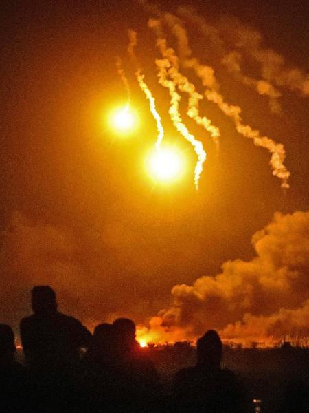 Ataque de forças apoiadas pelos Estados Unidos lançam ataque contra reduto do Estado Islâmico em Baghouz, na Síria - Delil Souleiman/AFP