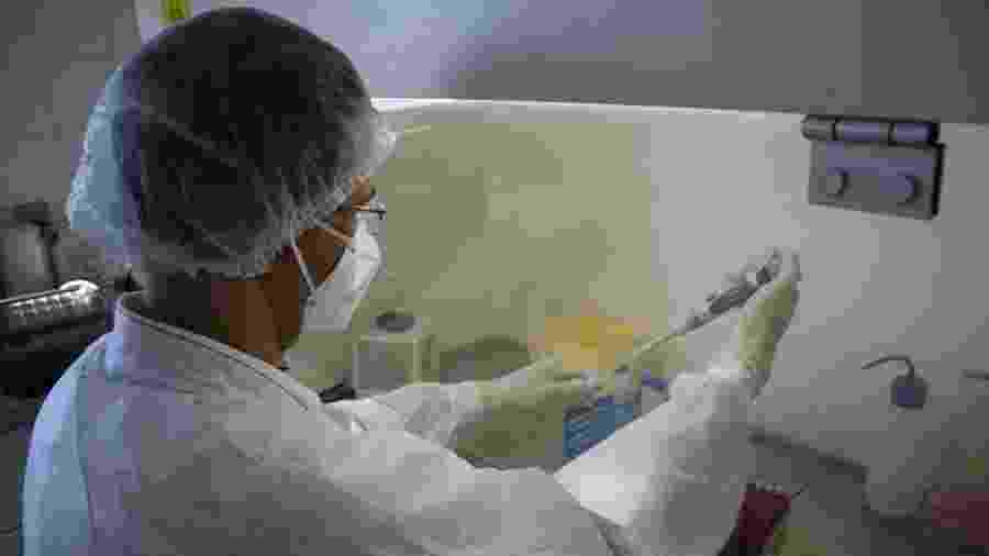 Teste para detecção da covid-19 é feito em laboratório de Vitória, no Espírito Santo - Divulgação/Sesa