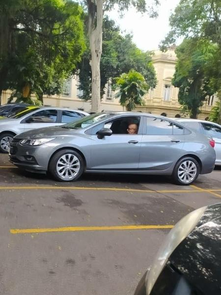 20.04.2021 -- Fabrício Queiroz no Palácio Guanabara, sede do governo do Rio  - UOL