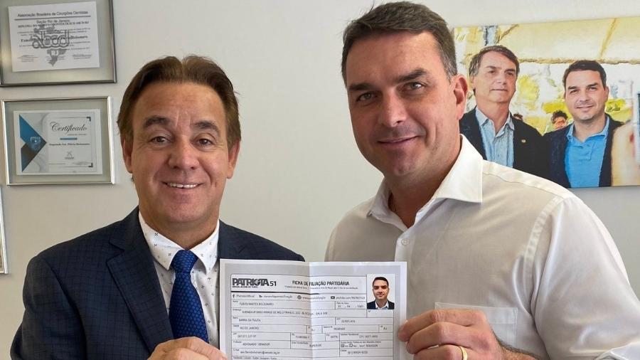Flávio Bolsonaro e o presidente do Patriota, Adilson Barroso: preparando a tempestade  - Reprodução/Twitter