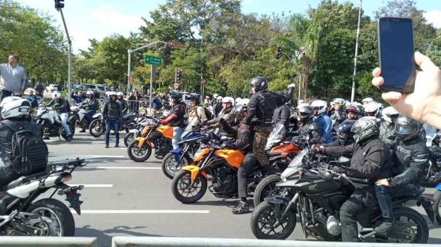 Bolsonaro durante passeio de moto em São Paulo - Wanderley Preite Sobrinho / UOL