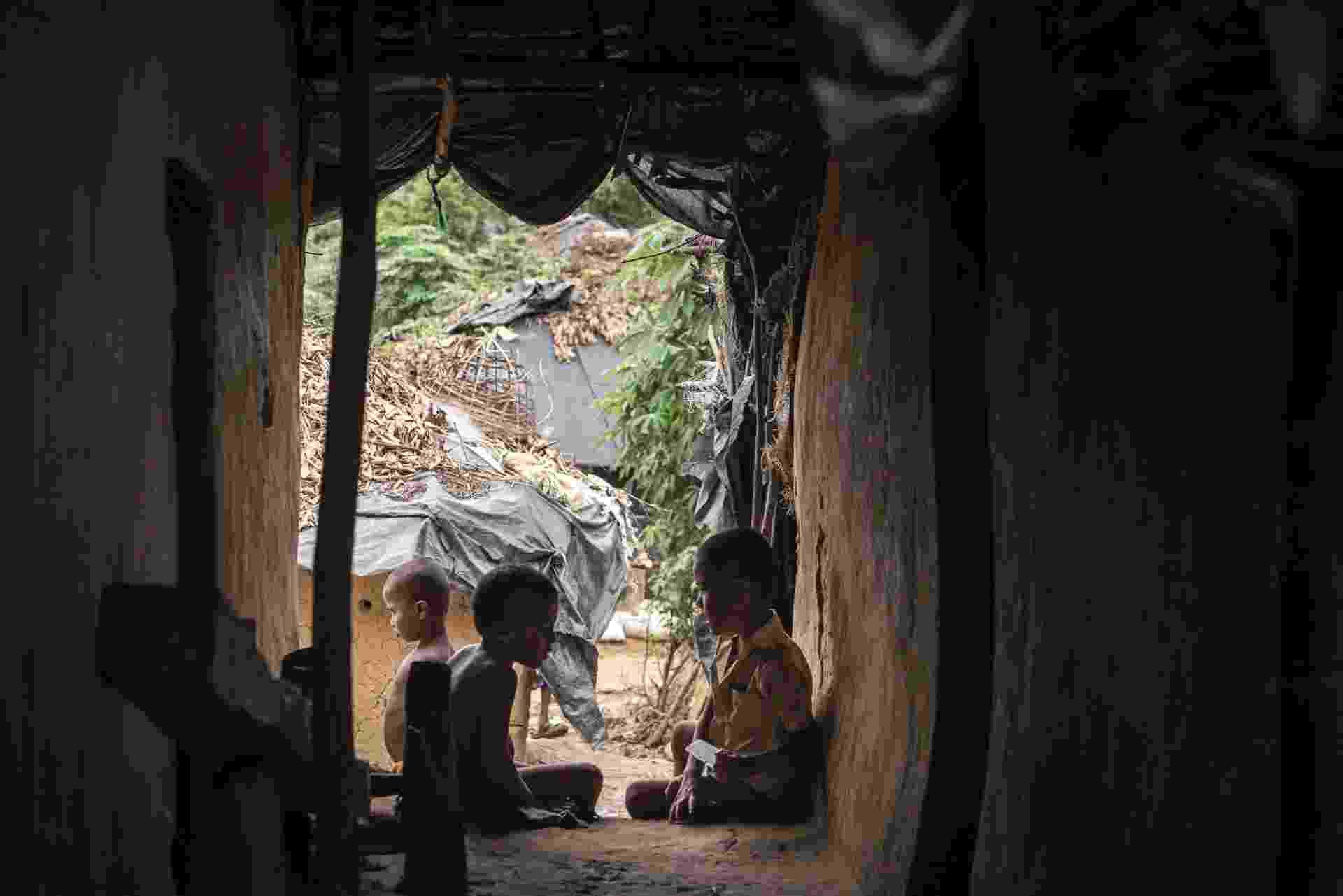 23.jul.2015 - Crianças da etnia Rogingya no campo de refugiados de Kutupalong em Teknaaf, Bangladesh - Sergey Ponomarev/The New York Times