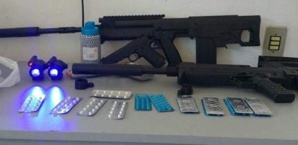As armas foram descobertas em um ônibus vindo de Assunção, no Paraguai - Divulgação/Polícia Rodoviária