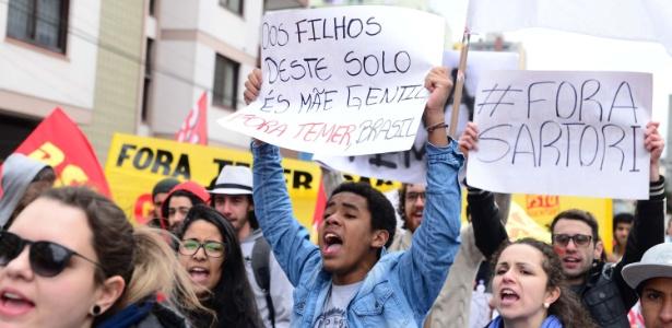 """Em Passo Fundo (RS), manifestantes pedem """"Fora Temer"""" e """"Fora Sartori"""" - Diogo Zanatta/Futura Press/Estadão Conteúdo"""