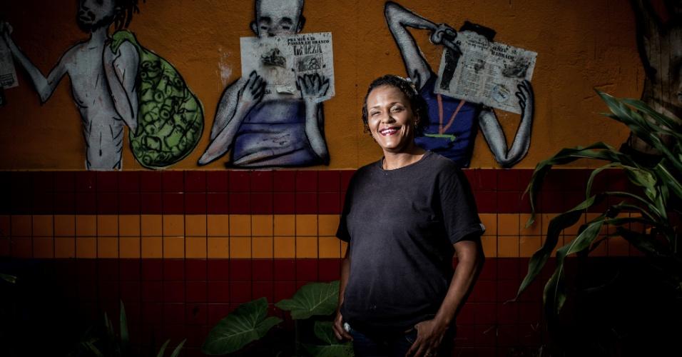"""Elisângela Alves, 39: ex-cozinheira, mãe de seis filhos e com dois netos, a paulista de Itapevi tem a Cracolândia como endereço há dois meses. Mora com o marido. Estava grávida, mas perdeu o bebê. """"Pode me marcar no Face para minha família saber que eu estou aqui, que estou bem"""", disse"""